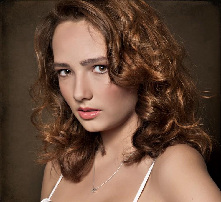 Textured look for medium hair style