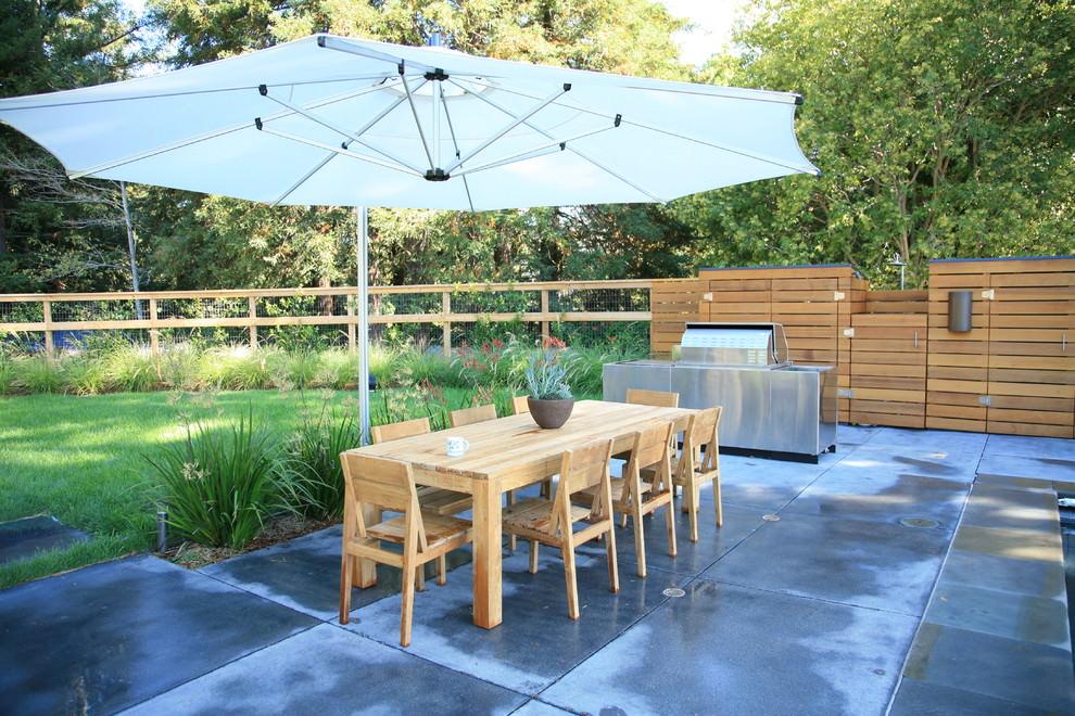 modern-landscape Garden Table Design