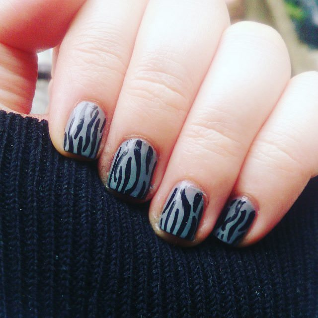 Black Simple Easy Nail Art Design