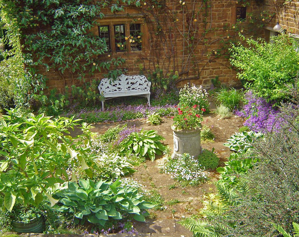 Cottage garden design ideas country cottage garden tour for Cottage garden plans designs