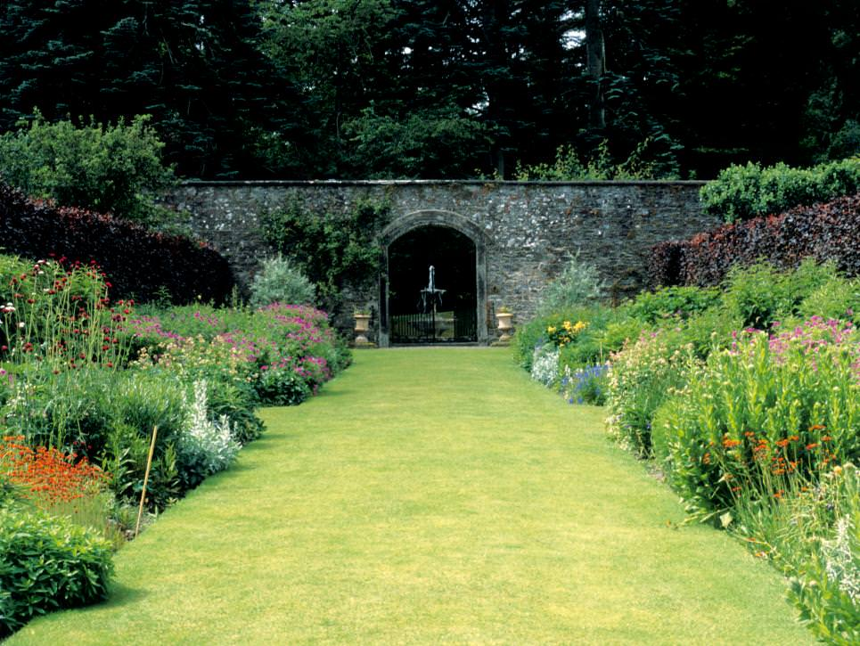 25 formal garden designs garden designs design trends for Formal garden design