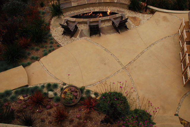 contemporary landscape backyard design