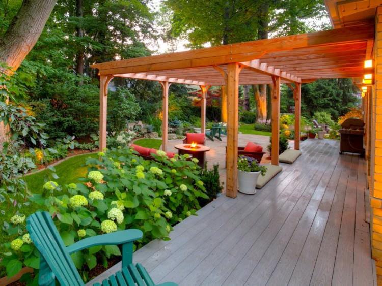 backyard patio with wooden pergola e1456722356573