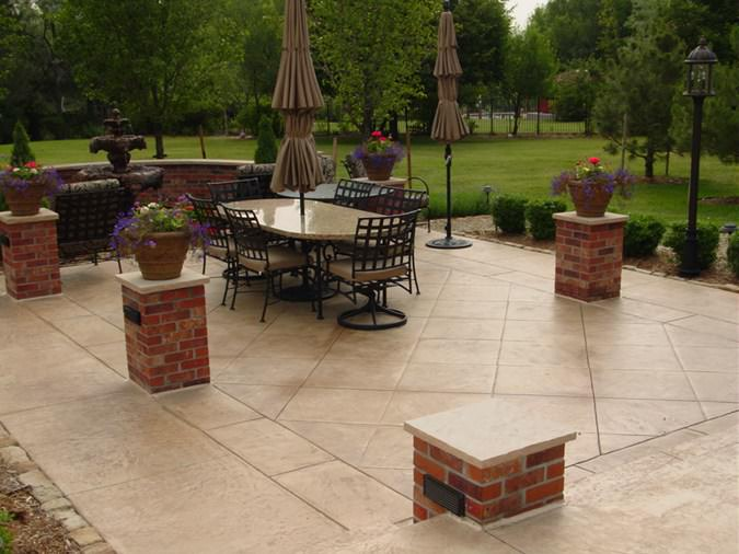 Squared-patio-brick-pillars-qc-construction