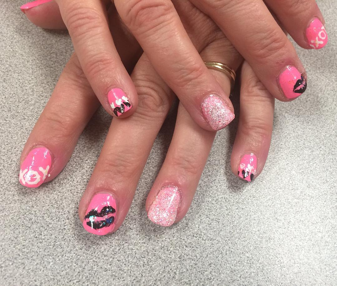 Pink & White Short Nail Design