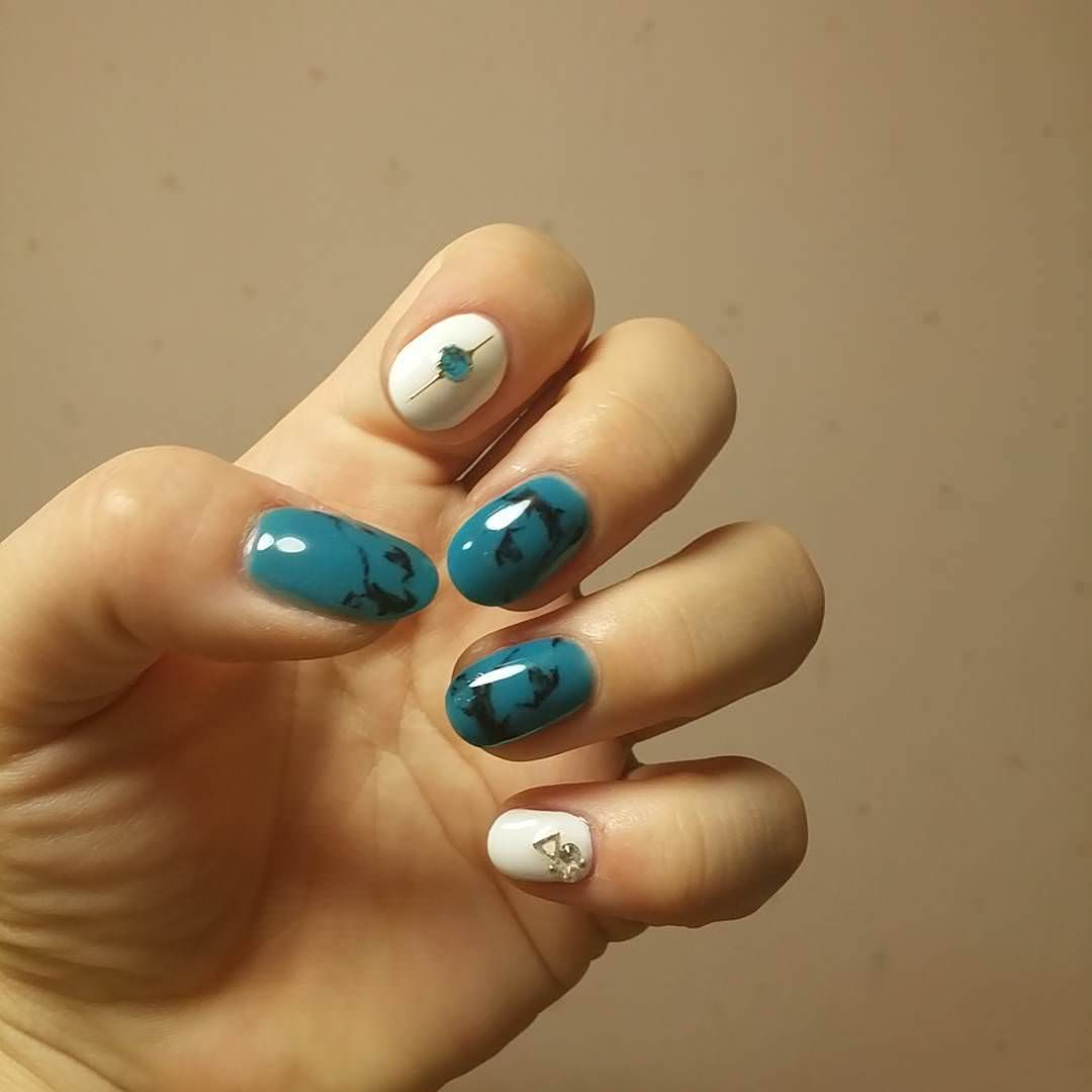 blue white nail art