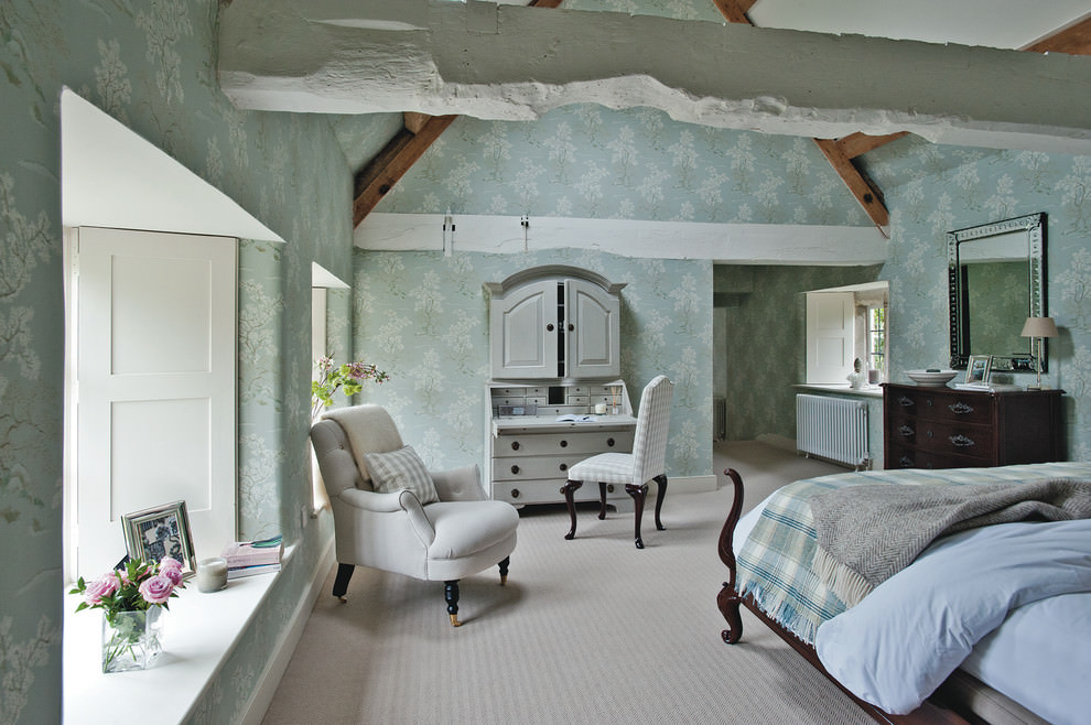antique farm house bed room