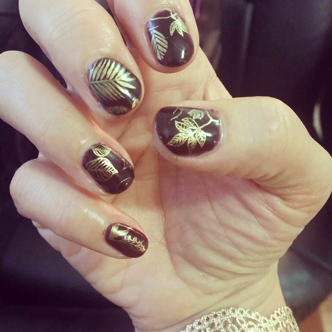 Gold Shining Fall Nail