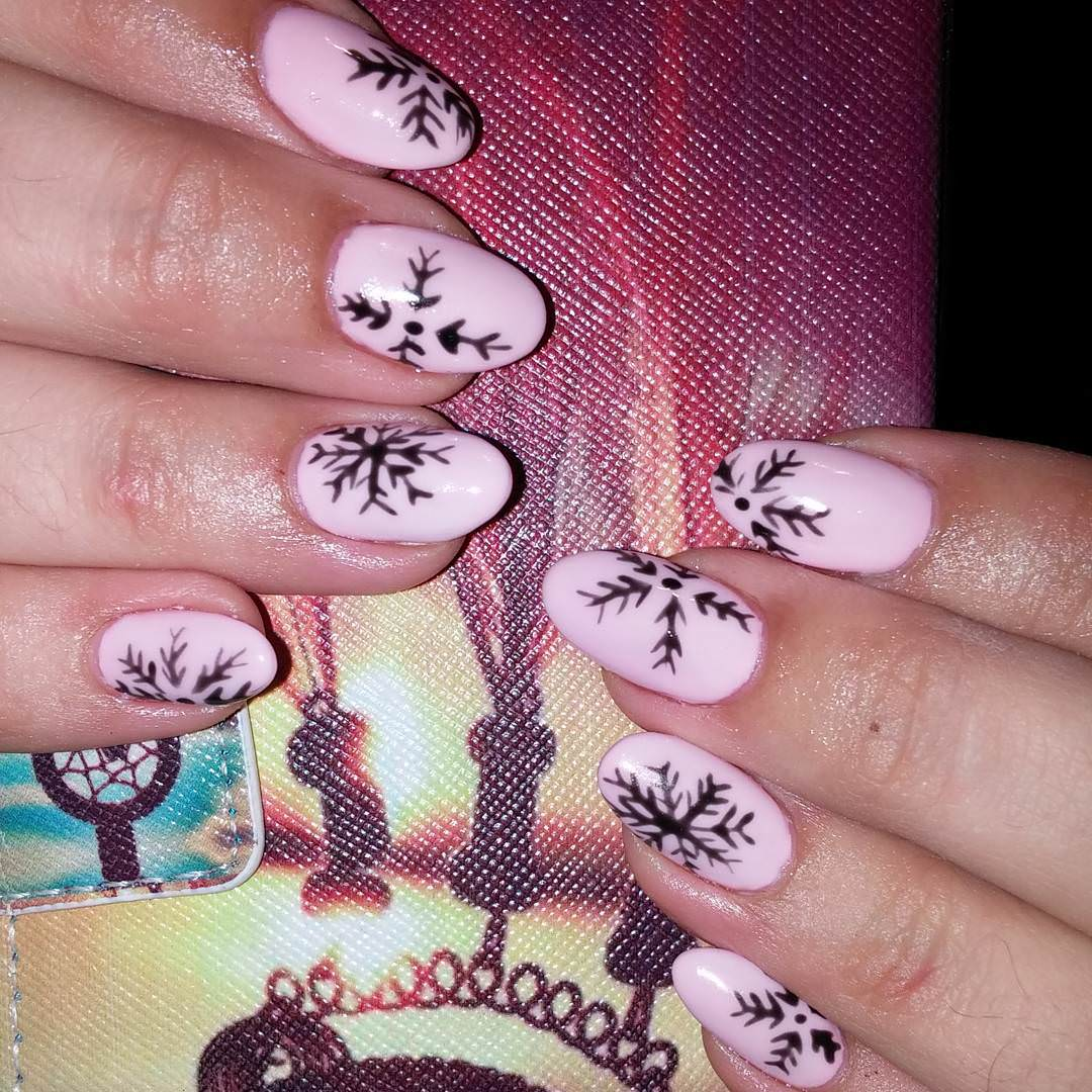 light pink fall nail design