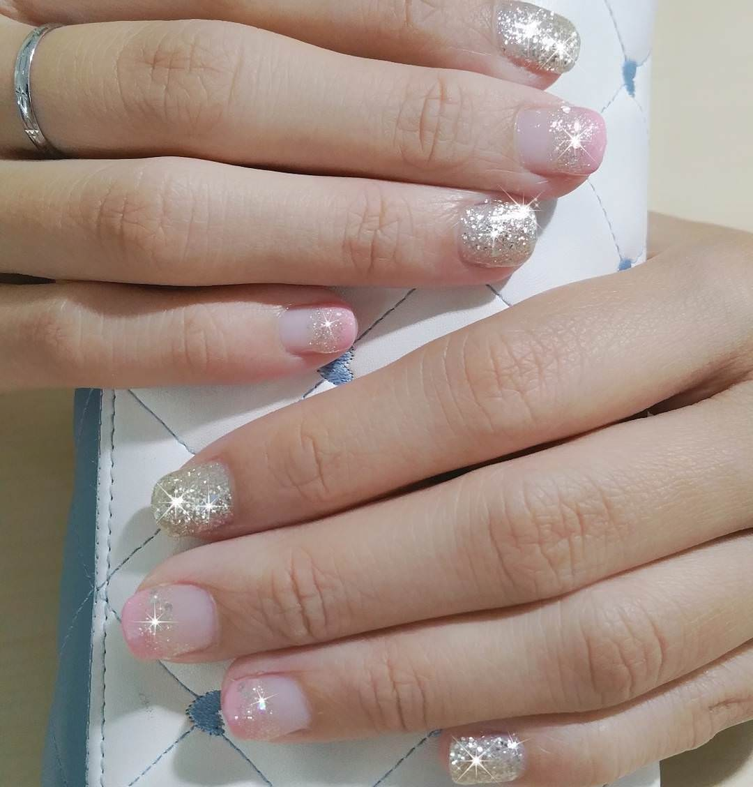 glitter light pink nail design