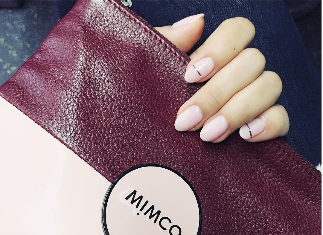 simple line light pink nail desgn