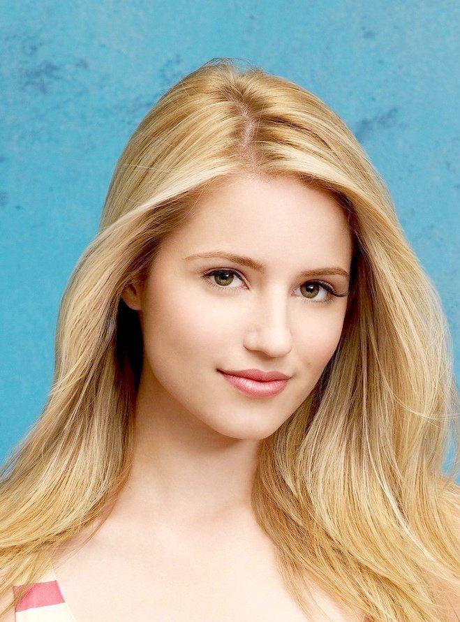 Dianna Agron sleek blonde hairstyle