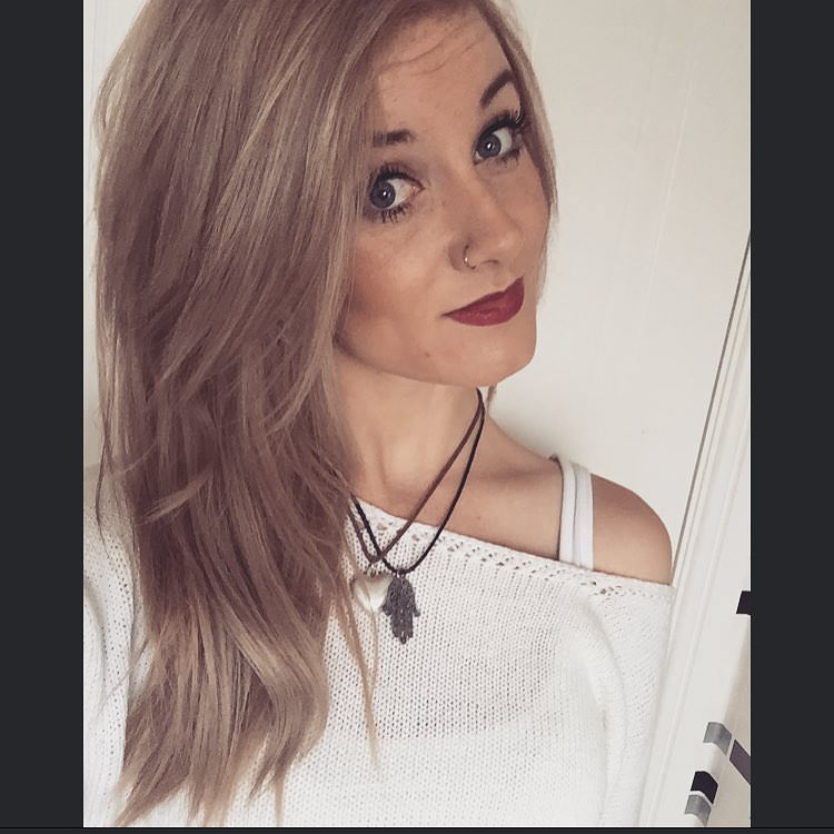 Medium shaded sleek side bangs blonde hair