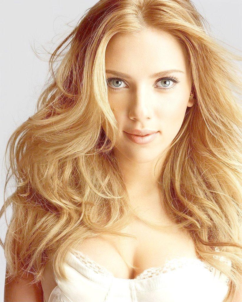 Scarlett johnsson in blonde hair style