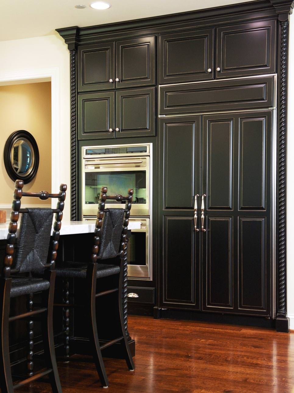 24 black kitchen cabinet designs decorating ideas for Traditional dark kitchen cabinets