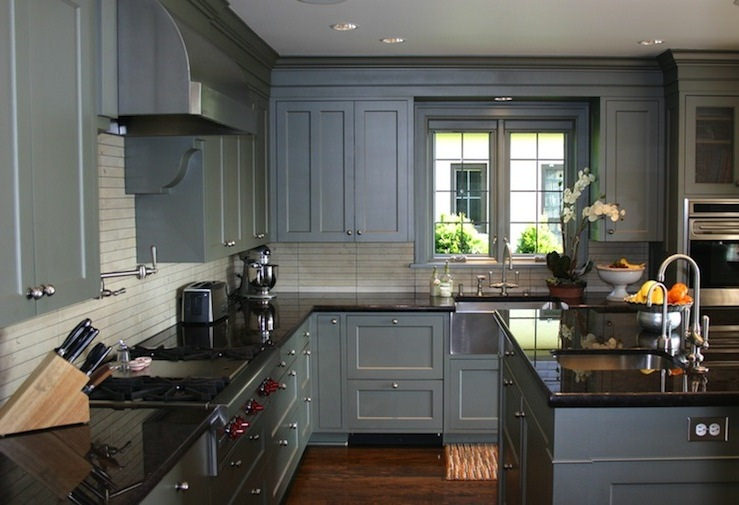 24 grey kitchen cabinets designs decorating ideas for Gray kitchen cabinets with black counter