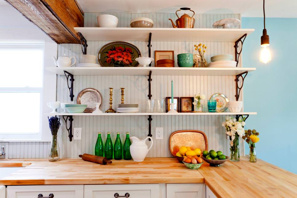 Open Cottage Kitchen Shelves Designs
