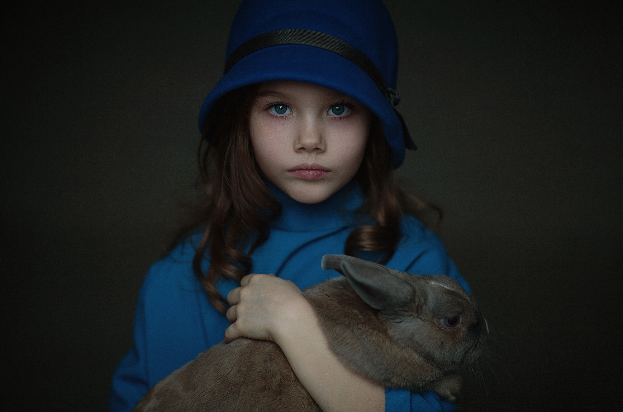 blue eyes girl with rabbit