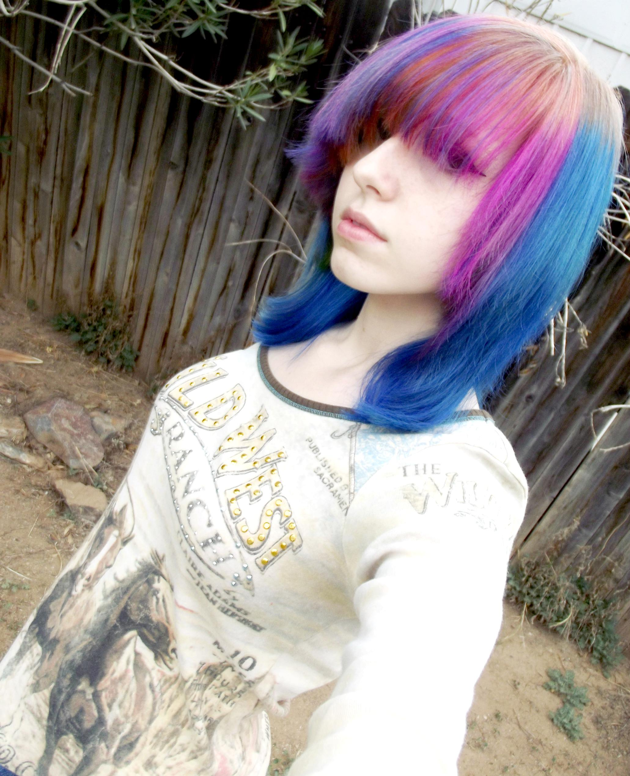 mixed color emo hairstyle