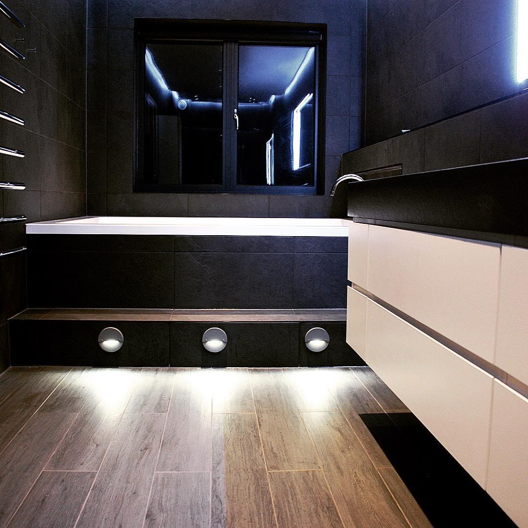 sopisthicated spa bathroom design