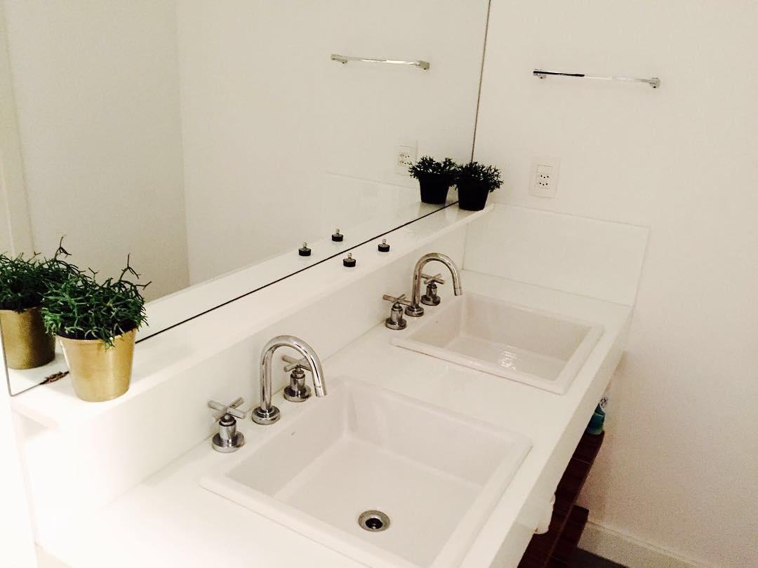 Beautiful White Bathroom Design