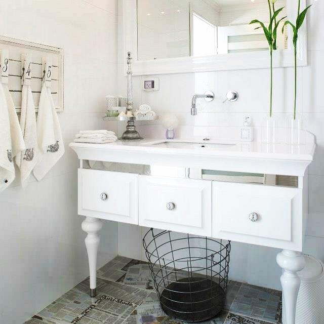 bright white bathroom design