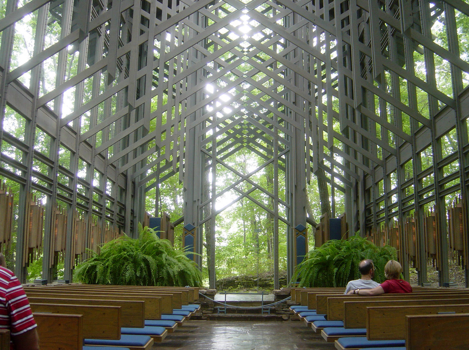 09 02 06 thorncrownchapel1