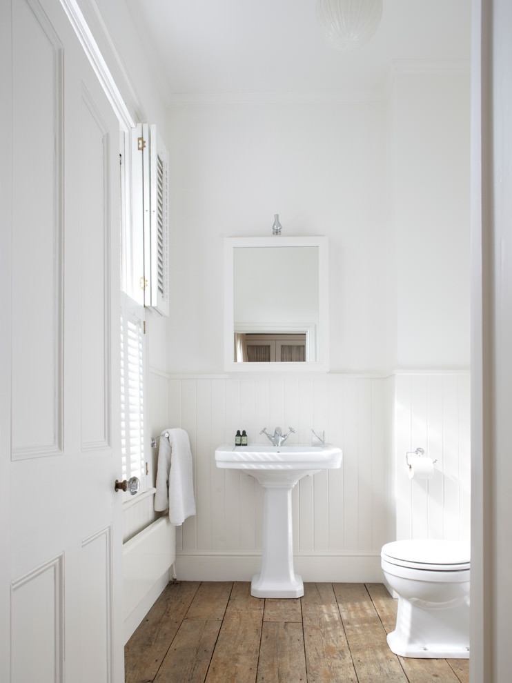 Shabby Chic White Bathroom Design
