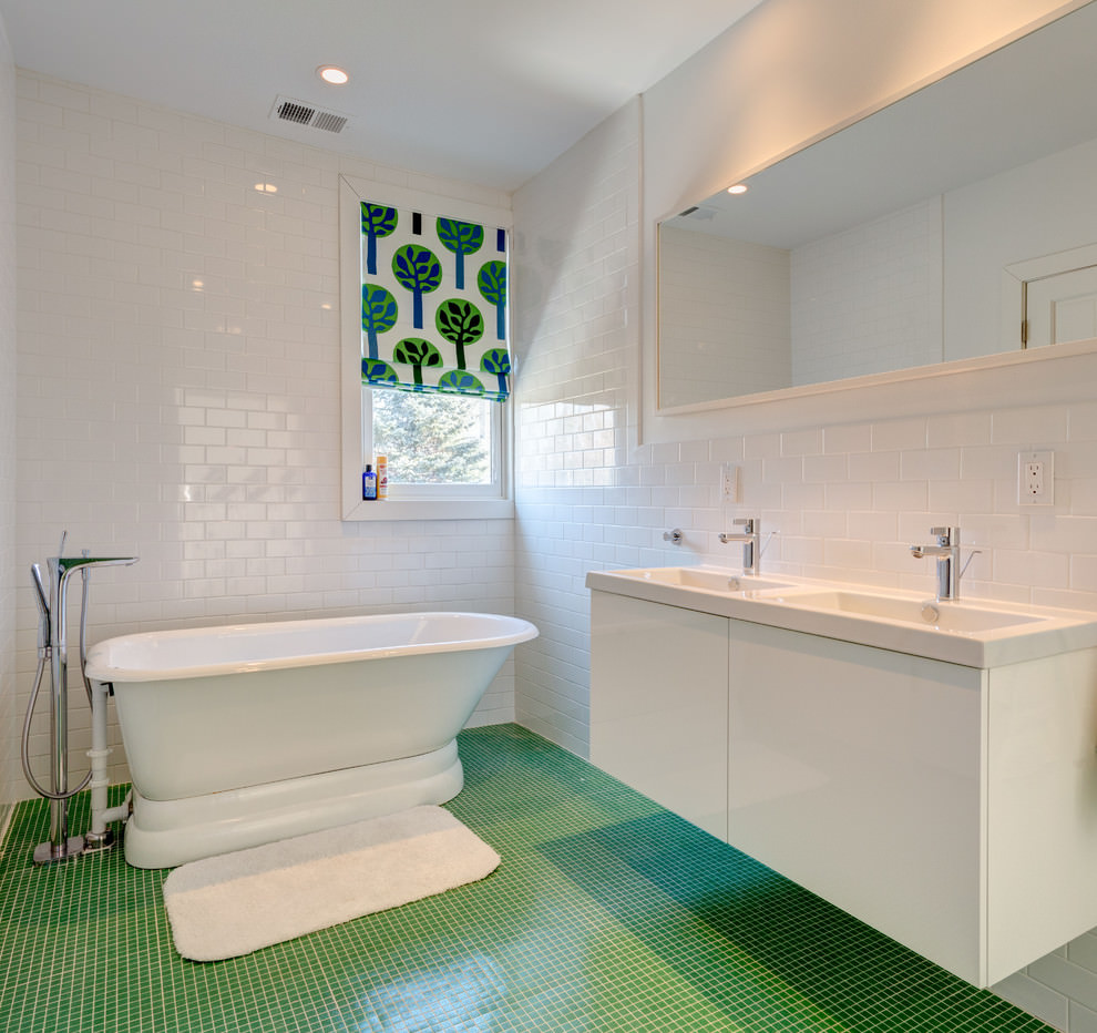 Modish White Bathroom Design