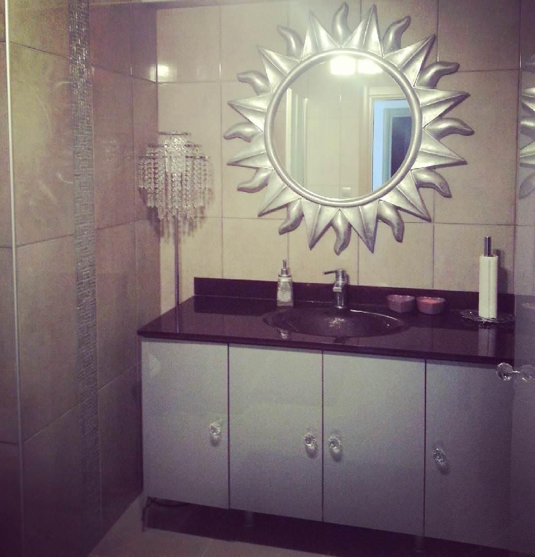 Decorative Grey Bathroom Design