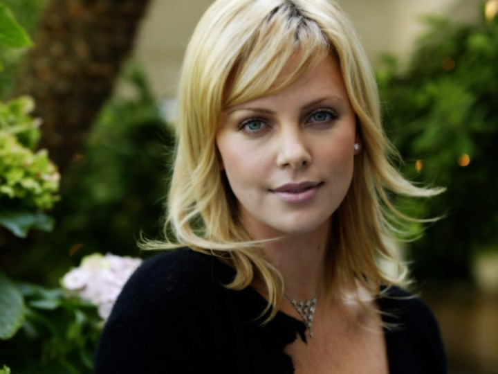 charlize theron short bob hair look e1459847311656
