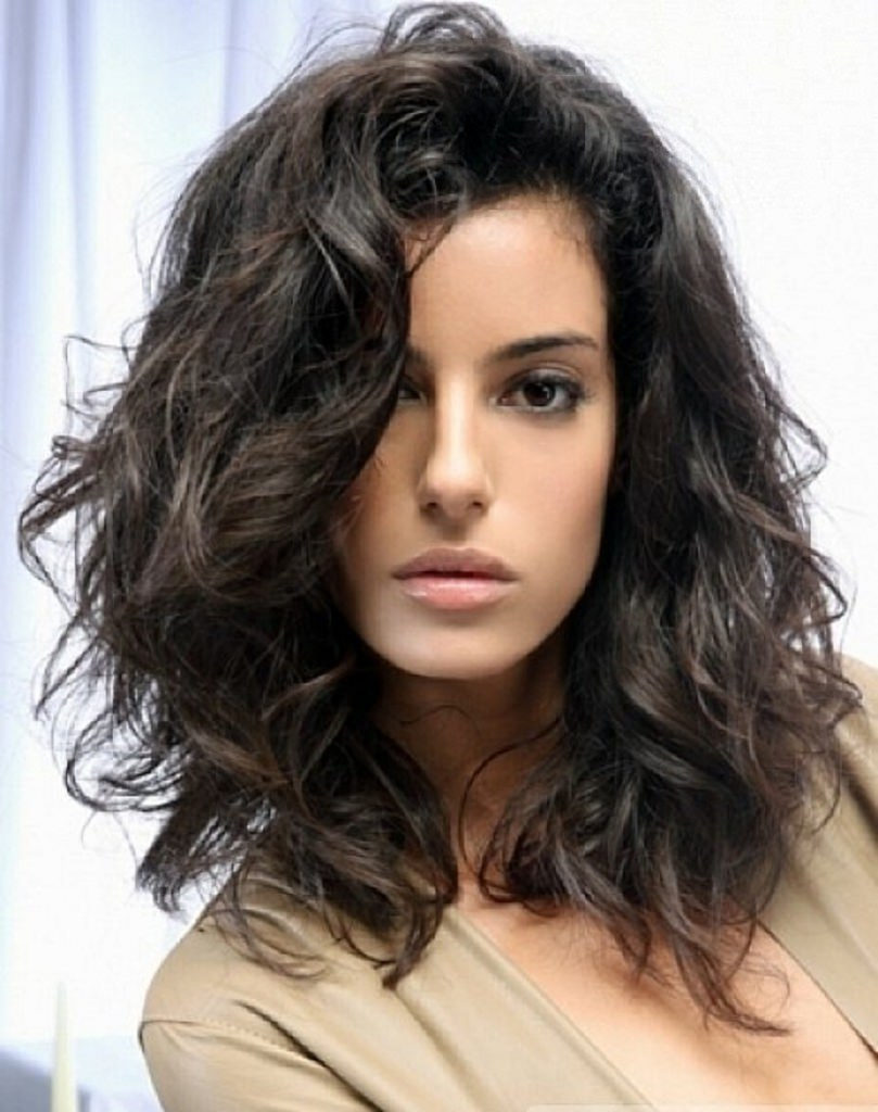 chic look wavy hairstyle