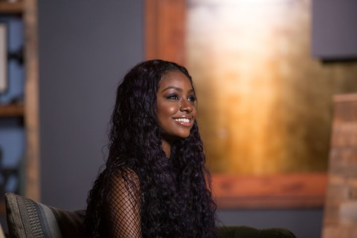 Justine Skye with Curly hairstyle makes Elegant
