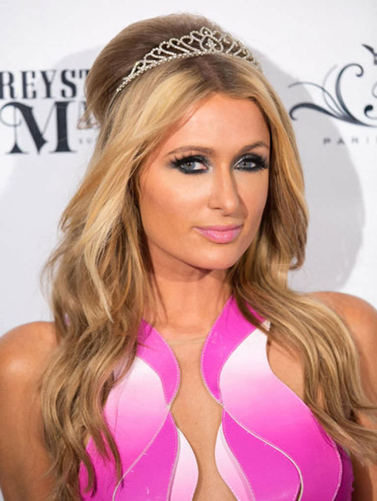 Paris Hilton with Platinum Shiny Hairstyle