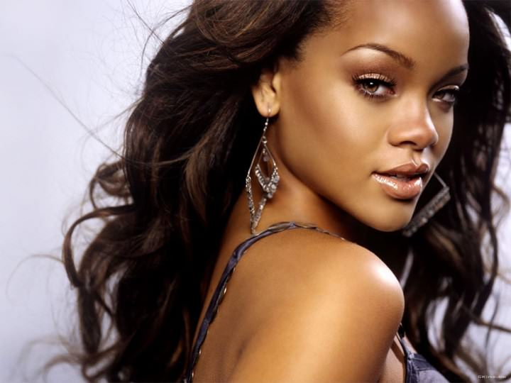 Rihanna Edge Hair Look makes Eleagnt