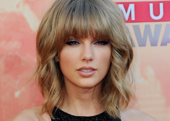 Taylor Swift with Hair Messy Bangs