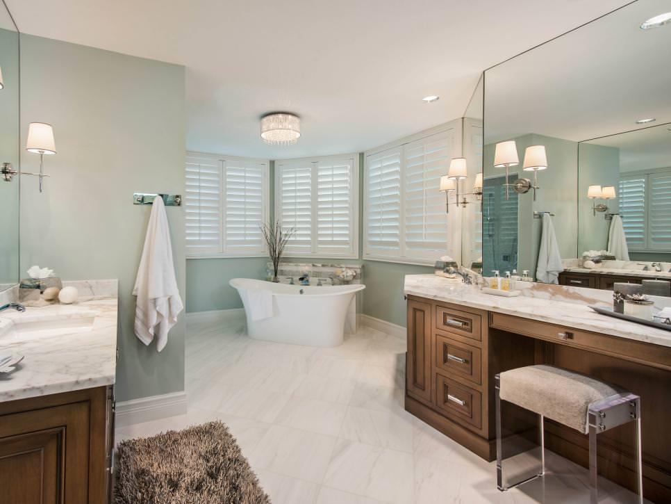 Elegant Blue Bathroom Design