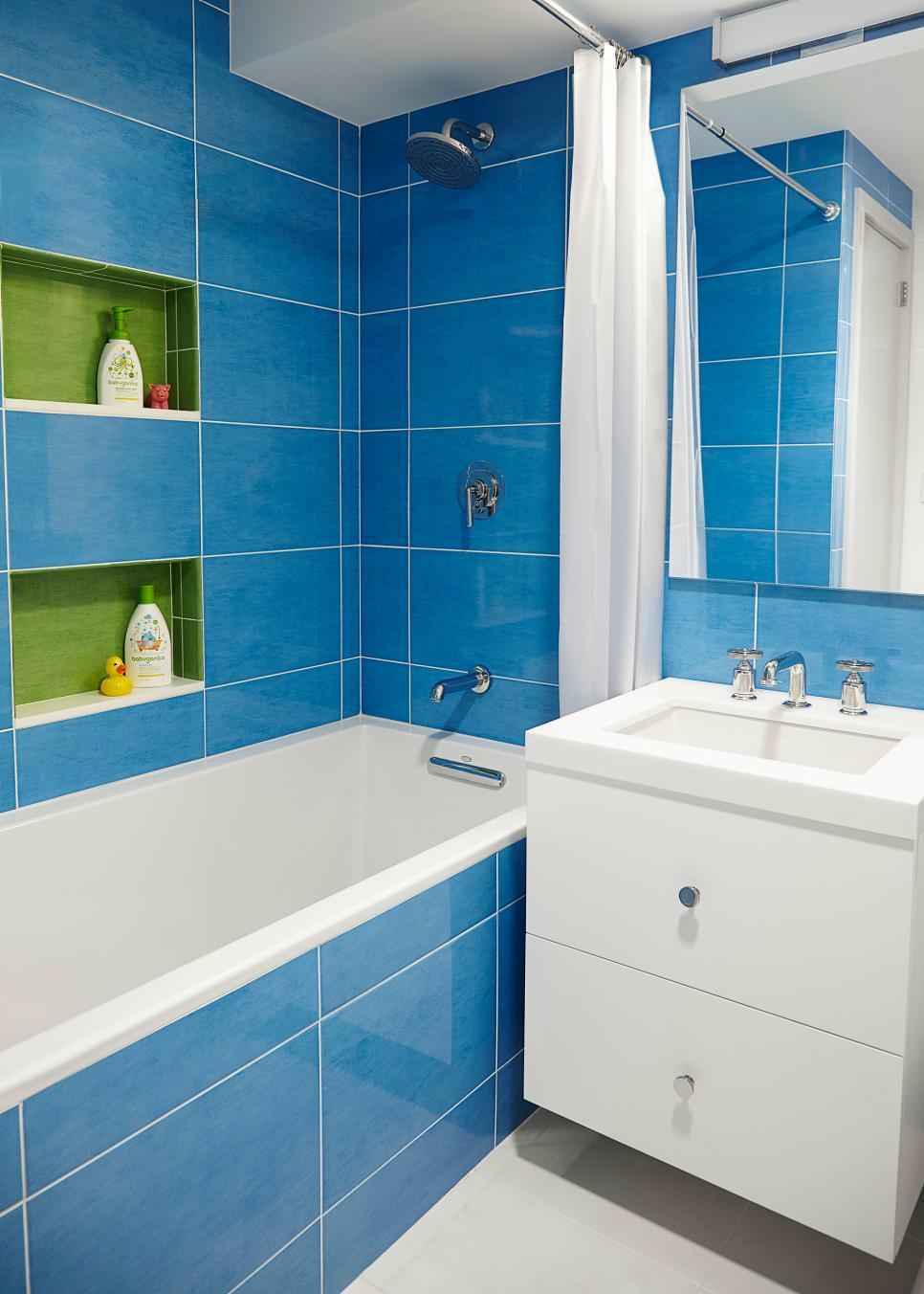 Amazing Blue Tiled Bathroom Design