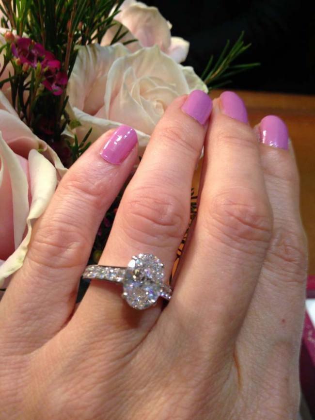 cartier oval cut diamond engagement ring e1459861868573