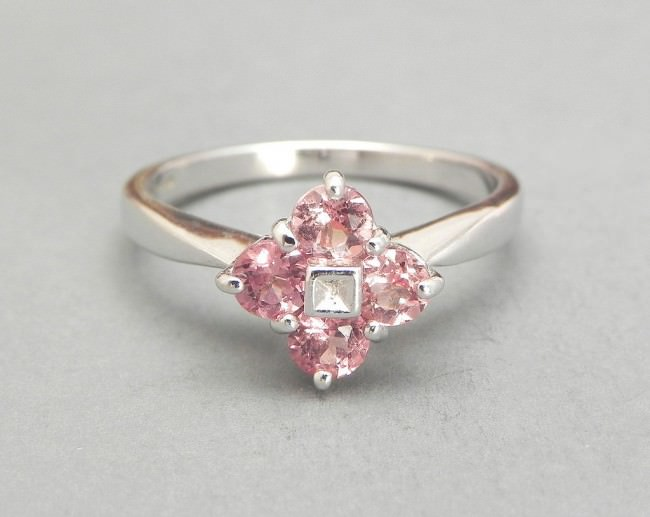 Morganite and Dianond Ring with Art Design
