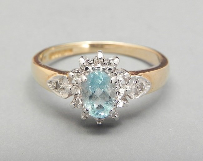 Vintage Aquamarine And Diamond Ring 9ct Gold