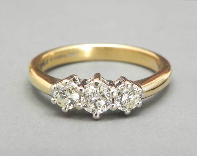 Vintage Engagement Ring Diamond Ring 3 Stone Triology 18k