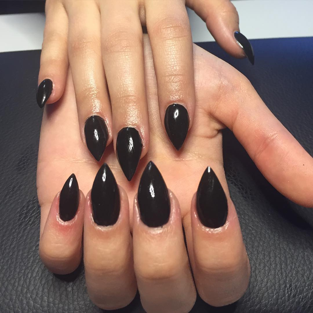 beautiful balack short stilleto nails