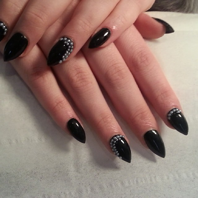 black shining short stileto nails