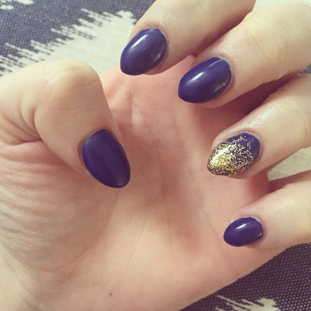 blue short stiletto nails