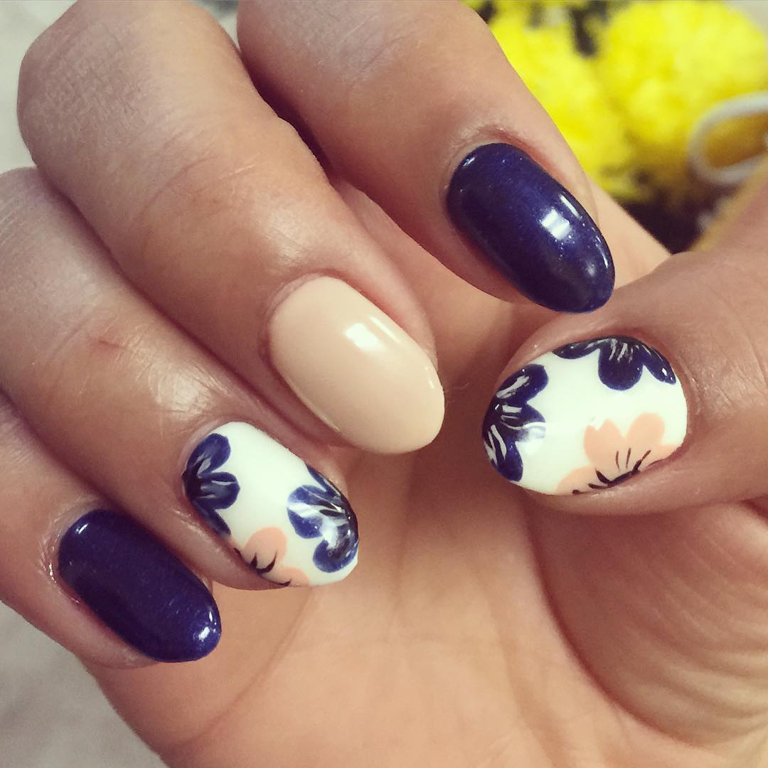 Blue Flower Nail Design - 19+ Flower Nail Art Designs, Ideas Design Trends - Premium PSD