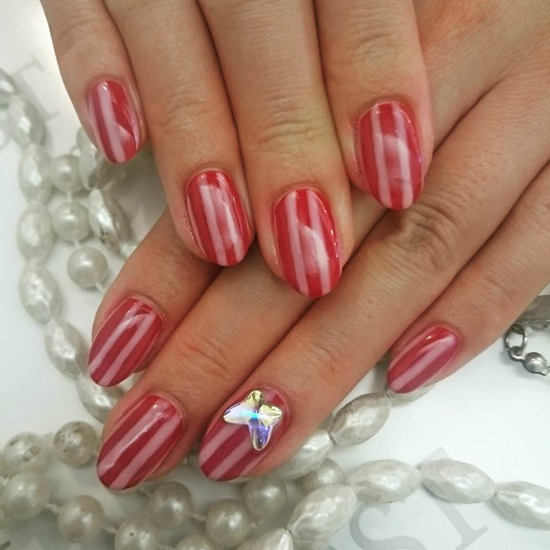 Trendy Strip Nail Design