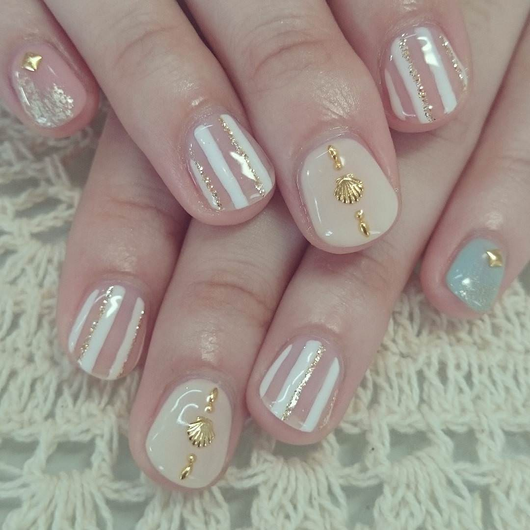 Light Color Stripe Nail Design