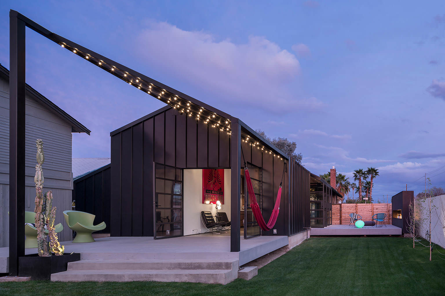Az Bungalow Modernized with Hammock