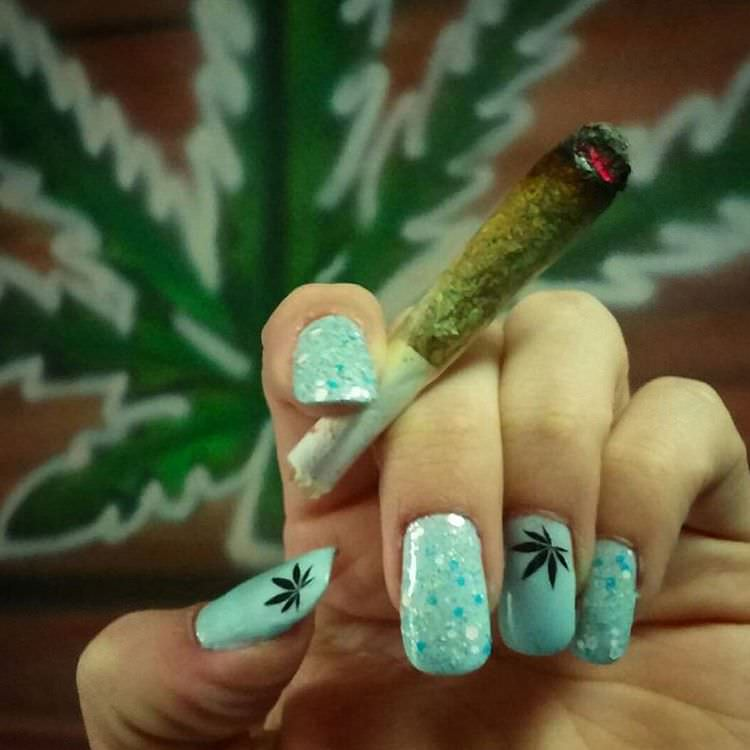 Claasy Weed Nail Design